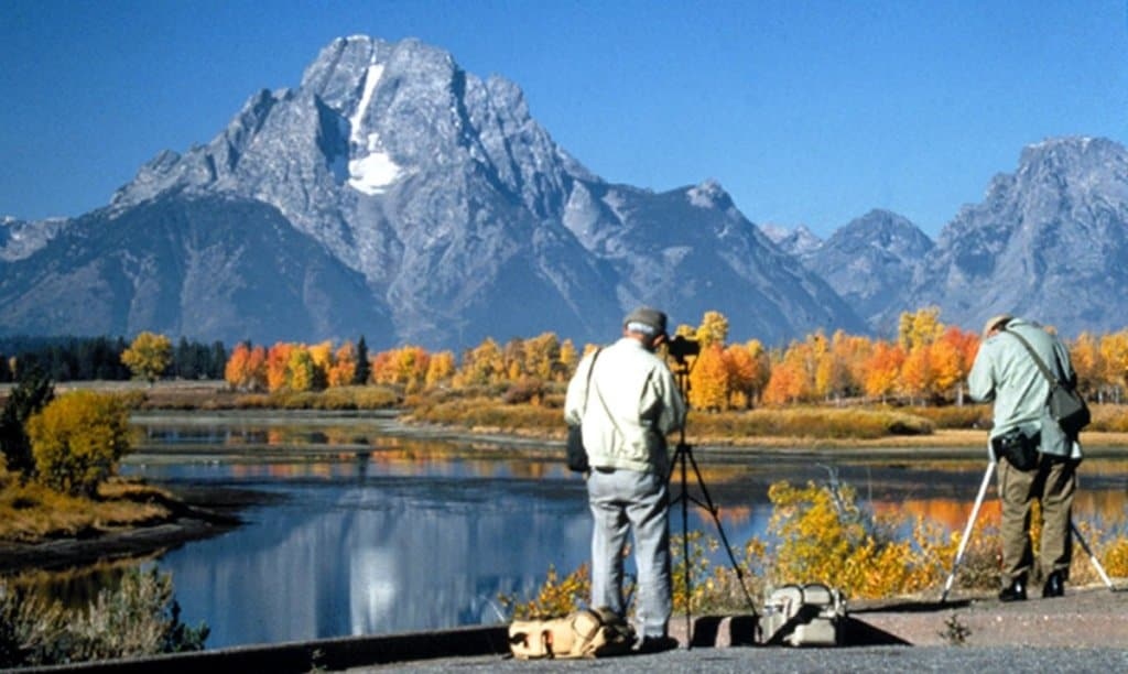 Photographers_at_Oxbow_Bend_in_Grand_Teton_NP-NPS